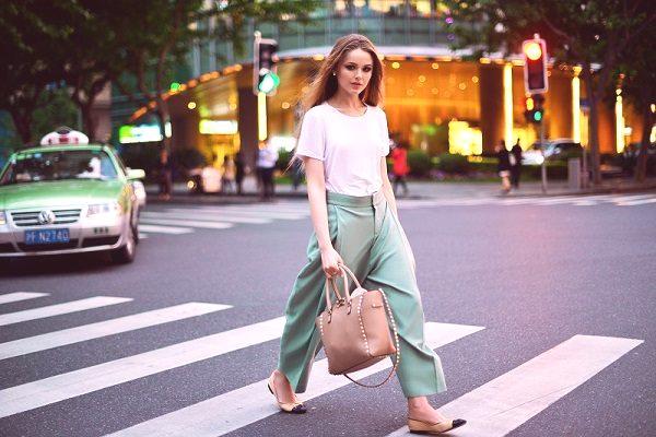 0e218d8149495 Spodnie damskie są podstawowym elementem garderoby, więc nasi czytelnicy  nie mogą się doczekać, aby zobaczyć, które modele letnie będą najmodniejsze  w ...