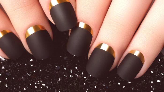38dcf34a0047 Čierna manikúra 2019  módne trendy
