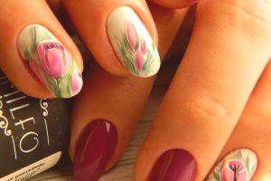 Ongles design avec des tulipes: photo