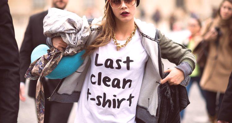 86895982e164 V roku 2019 sa módne dámske tričká považujú za základ mnohých módnych  lukov. Tento všestranný šatník pomáha vytvárať obrazy v rôznych štýloch -  pre každý ...