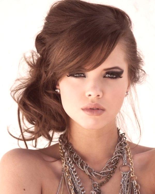 Fryzury Dla średnich Włosów Z Grzywką Modna Stylizacja