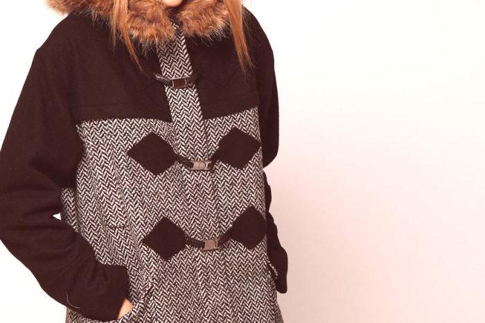 72fc517ec07 Ватирано палто, като най-топлия вариант за зимата, е задължително снабдено  с козина, тук дизайнерите се играят в пълна степен: кожени вложки, маншети,  ...