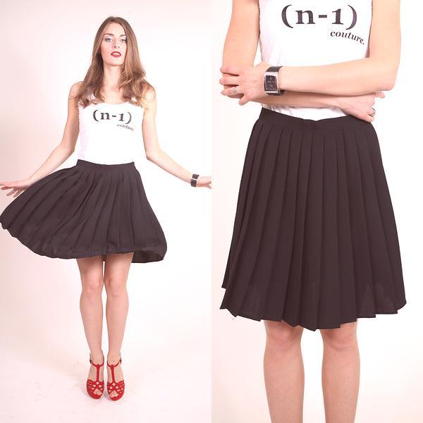 a060979c14ad Tkaný výrobok je skvelý na teplé počasie a pletená skladaná sukňa na jeseň  a zimu. Pozrite sa na fotografiu štýlových dlhých a krátkych skladaných  sukní z ...