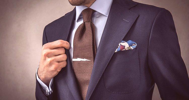 01c3795604 Úhľadne viazaná kravata vám umožní vyzerať štýlovo a slušne. Preto by mal  každý človek vedieť